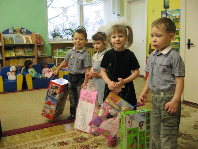 подарки детскому дому, новогодние подарки детям, благотворительные подарки