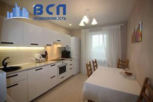 чистая просторная кухня, квартира на продажу