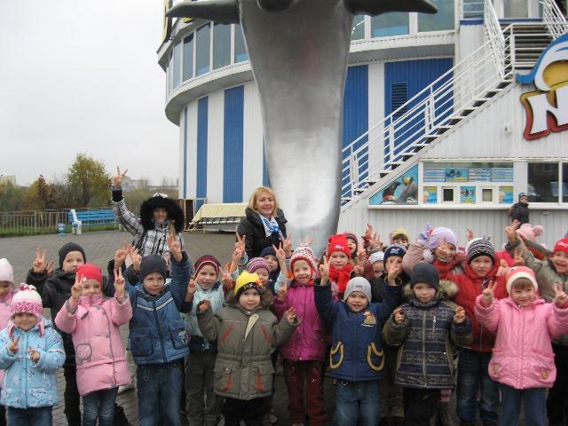 дети из детского дома в дельфинарии